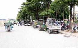 Ảnh: Thương binh leo rào, xô đẩy tranh vé trận Việt Nam - Thái Lan