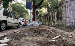Cuối năm, Hà Nội lại đào đường lát đá vỉa hè, phố phường bụi mù mịt