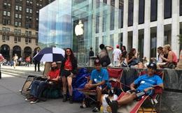 Nghịch lý lựa chọn và tâm lý 'thấy sang bắt quàng làm họ': 2 'tử huyệt' được Apple sử dụng để khiến chúng ta sẵn sàng xếp hàng, trả giá cao hơn để mua iPhone mới