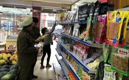 Thu giữ hơn 250 sản phẩm thực phẩm do nước ngoài sản xuất, không có hóa đơn hợp pháp
