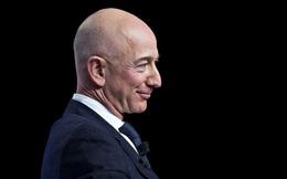 Trong một ngày đen tối của thị trường chứng khoán toàn cầu, Jeff Bezos bỏ túi thêm 7,9 tỷ USD