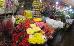 Ảnh: Chợ hoa ngày Valentine hiu hắt, giá rớt thảm hại