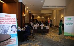 Đại hội cổ đông đầu tiên...thời dịch cúm Covid: Nhân viên y tế đo nhiệt, phát khẩu trang cho cổ đông