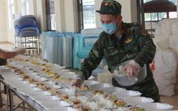 'Đột nhập' bếp ăn quân đội phục vụ hàng trăm người ở khu cách ly Hà Nội