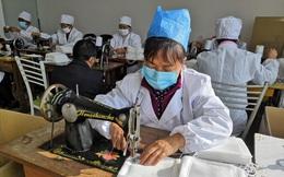 Tình nguyện viên Trung Quốc đồng lòng sản xuất khẩu trang, hỗ trợ chống dịch bệnh corona: Trong cơn bĩ cực mới thấy tấm lòng