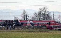 Tàu cao tốc chệch đường ray ở Italy, nhiều người thương vong