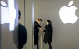 """Cơn ác mộng của Apple ập đến: Doanh số bán iPhone ở Trung Quốc giảm hơn 60% trong 1 tháng, 167 tỷ USD vốn hoá bị """"thổi bay"""" từ đầu năm đến nay"""