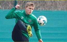 Hậu vệ Timo Hubers của CLB Hannovers 96 trở thành cầu thủ bóng đá đầu tiên dương tính với Covid-19