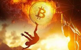 Bitcoin mất gần 50% giá trị trong 2 ngày, cú tắm máu lịch sử