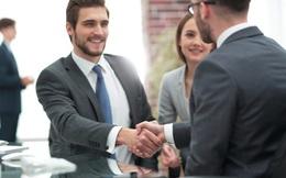 """Thay đổi một yếu tố nhỏ này trong cuộc gặp với nhà tuyển dụng sẽ giúp bạn dễ dàng """"trúng"""" việc mới"""