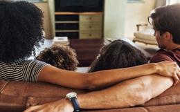 8 bí kíp sinh hoạt mà gia đình nào cũng nên biết để cuộc sống không xáo trộn trong mùa Covid-19: Tự cách ly không có nghĩa là ngừng vận động hay trò chuyện