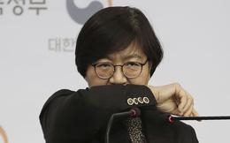 """Chân dung """"người săn virus"""" giúp Hàn Quốc giảm từ 900 ca xuống chưa đầy 100 ca nhiễm mới mỗi ngày"""