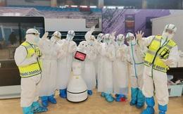 """Robot chăm sóc cho bệnh nhân Covid-19 tại Vũ Hán: Chu đáo, tận tình, đảm bảo """"cách ly"""", còn nhảy múa giúp bệnh nhân vui vẻ"""