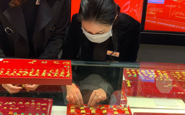 """""""Hoa mắt"""" với giá vàng, lại đảo chiều tăng gần nửa triệu đồng/lượng"""