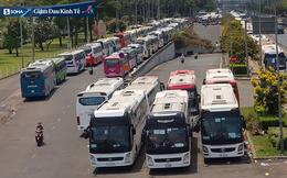 TP HCM: Tạm dừng hoạt động công ty 70.000 người, làm 3 ca, hàng ngày trên 800 xe đưa rước công nhân