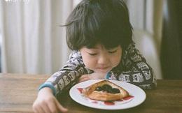 """Cậu bé mới 2 tuổi đã mắc ung thư phổi, cha mẹ khóc ngất khi đã vô tình đẩy con vào """"cửa tử"""" chỉ vì lối sống sai lầm của người lớn"""