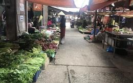 Hà Nội: Chợ vắng, tiểu thương đồng loạt giảm giá đẩy hàng