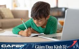 """Chẳng riêng Việt Nam, phụ huynh nước ngoài cũng """"hết hồn"""" khi kèm con học từ xa: Mẫu giáo phải điểm danh trên Zoom, mẹ vừa quản con vừa làm việc tới 3h sáng"""
