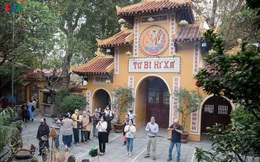 Các chùa hoạt động trở lại, tạm thời chưa đón khách quốc tế và Việt kiều
