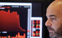Bất an sau nhận xét tiêu cực của Chủ tịch Fed, làn sóng bán tháo lại tràn đến Phố Wall, Dow Jones rớt hơn 500 điểm