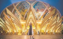 """Cận cảnh công trình để đời nhất của """"ông trùm"""" sòng bạc Macau vừa qua đời: Tòa nhà hình búp sen vàng khổng lồ, hình check-in ngập tràn MXH"""