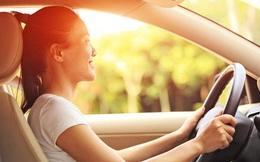 Cảnh báo: Ngồi trong xe ô tô vẫn có thể bị lão hóa và ung thư da, đây chính là việc phải làm để bảo vệ da trong mùa hè
