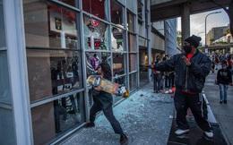 """Kinh tế Mỹ """"họa vô đơn chí"""": Chưa thể vực dậy sau khủng hoảng Covid-19, giờ đây lại chìm sâu trong bạo lực và biểu tình"""