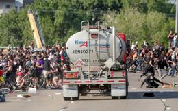 Xe tải chở dầu lao vào đám đông biểu tình, nỗi ám ảnh bạo lực bao trùm nước Mỹ