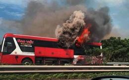 Kinh hoàng xe giường nằm bốc cháy trơ khung trên cao tốc Nội Bài – Lào Cai