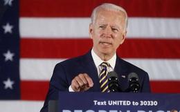 """Biden: Trump đang """"đầu hàng"""" trước đại dịch Covid-19"""