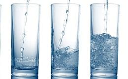 """Uống bao nhiêu nước mỗi ngày là đủ cho một cơ thể khỏe mạnh? Lời giải đáp của các chuyên gia thực sự hữu ích trong những ngày hè nóng """"bỏng rát"""""""