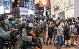 """Ngoài chính trị, Trung Quốc đang """"kìm kẹp"""" nền kinh tế Hồng Kông như thế nào?"""