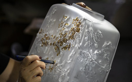Các nghệ nhân lâu đời của nước Pháp lưu giữ khoảnh khắc hoa anh đào nở trên pha lê