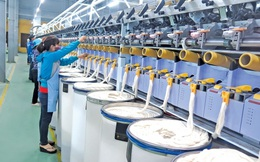 """Sản xuất vải đang là """"nút thắt cổ chai"""" của ngành dệt may Việt Nam"""