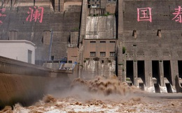 [Ảnh] TQ: Đập thủy điện gây tranh cãi trên sông Hoàng Hà xả lũ, sẵn sàng đối phó đợt lũ mới