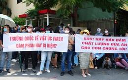 """Nhiều phụ huynh trường Quốc tế Việt Úc sốc nặng khi nhận thư """"không thể tiếp tục tiếp nhận"""", dù học phí đã đóng đầy đủ và con đang học cuối cấp"""