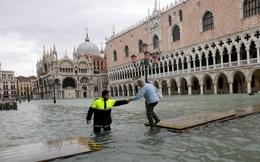 Hệ thống đê hàng chục tỷ USD chưa làm xong đã lỗi thời, thiên đường du lịch của châu Âu đối diện nguy cơ chìm dần