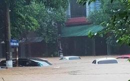 Hà Giang: Mưa lớn hàng nghìn ngôi nhà, ô tô chìm trong biển nước
