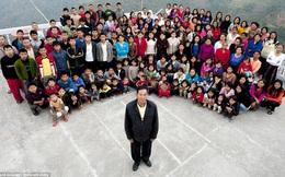 Cuộc sống bên trong căn nhà 100 phòng của cụ ông lấy 39 vợ: Đại gia đình ăn 30 con gà, 60kg khoai tây và 1 tạ gạo một buổi tối