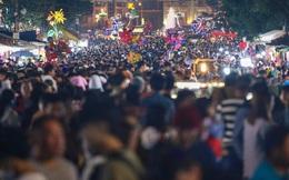 [Ảnh] 'Biển người' chen chân không lối thoát ở chợ đêm Đà Lạt dịp cuối tuần