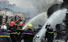 Cháy kho hóa chất ở Long Biên: Không khí có chất hóa học vượt ngưỡng