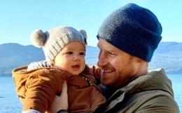 Vợ chồng Meghan Markle công bố bức ảnh chưa từng thấy của con trai đầu lòng nhân dịp năm mới 2020 khiến người hâm mộ bấn loạn