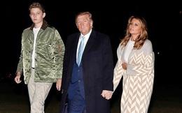 Quý tử nhà Trump trở về Nhà Trắng cùng cha mẹ sau kỳ nghỉ, tiếp tục làm lu mờ Tổng thống Mỹ bởi chiều cao phát triển đáng kinh ngạc