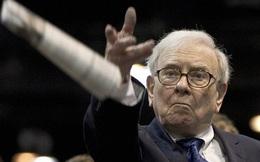 """Warren Buffett cho rằng đầu tư vàng là ngu ngốc, nhưng năm 2020 có vẻ lại được xem là """"thời"""" của kênh kim loại quý này"""