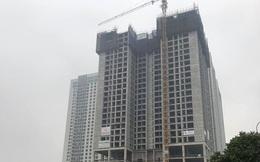 Hà Nội: Kinh hoàng cần cẩu tháp nặng hàng chục nghìn tấn treo lơ lửng trên cao bất ngờ đổ sập khi đang được tháo dỡ