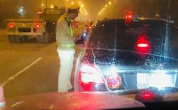 """Cục CSGT trả lời về nghi vấn """"tài xế phải thổi chung ống kiểm tra nồng độ cồn"""" khi vào cao tốc"""
