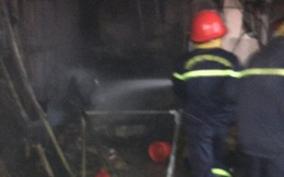 Cháy lớn chợ Phủ Diễn, huy động gần chục xe chữa cháy cùng 50 chiến sĩ dập lửa