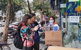 Người dân hối hả chạy mua khẩu trang phòng virus Corona mới