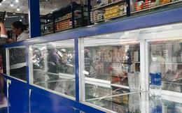 """Người Sài Gòn đổ xô đi """"vét sạch"""" khẩu trang phòng virus corona, một số tiệm thuốc tây ngưng bán để phát miễn phí"""