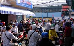 TP.HCM: Sợ nhiễm virus corona, hàng trăm người dân xếp hàng rồng rắn mua khẩu trang nhưng thất vọng vì hết sạch